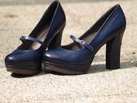 high-heeled-shoes-335003_640