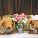 結婚式二次会会場の飾り付けやケーキ入刀は?新郎新婦へのプレゼントは?